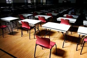 "<alt=""School Desks""/>"
